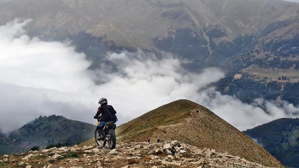 چالشهای رسیدن به قله شاه معلم با موتور - خرداد ۱۳۹۴