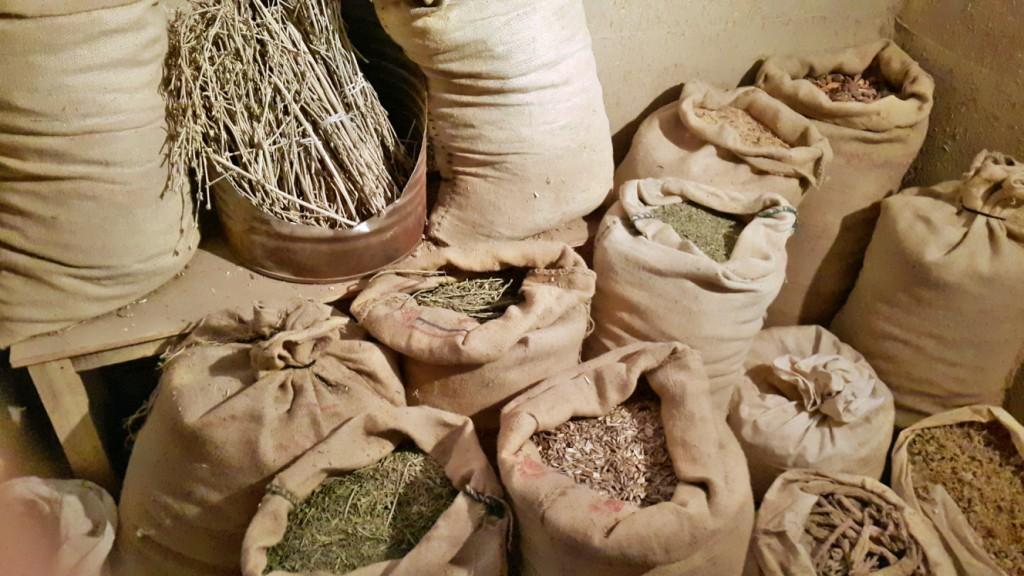 عصاری ، عطاری و تهیه زعفران در موزه گناباد - آبان ۱۳۹۴