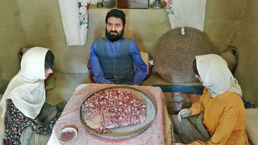 عصاری ، عطاری و تهیه زعفران در موزه گناباد – آبان ۱۳۹۴
