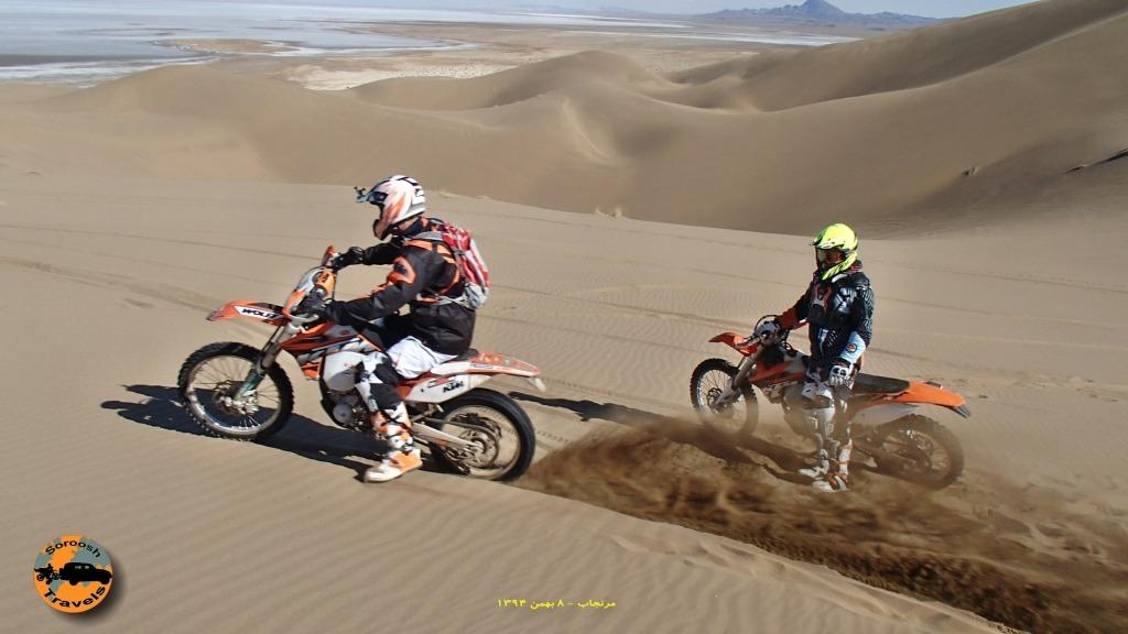 موتورسواری بر فراز دریاچه نمک - ۸ بهمن ۱۳۹۴