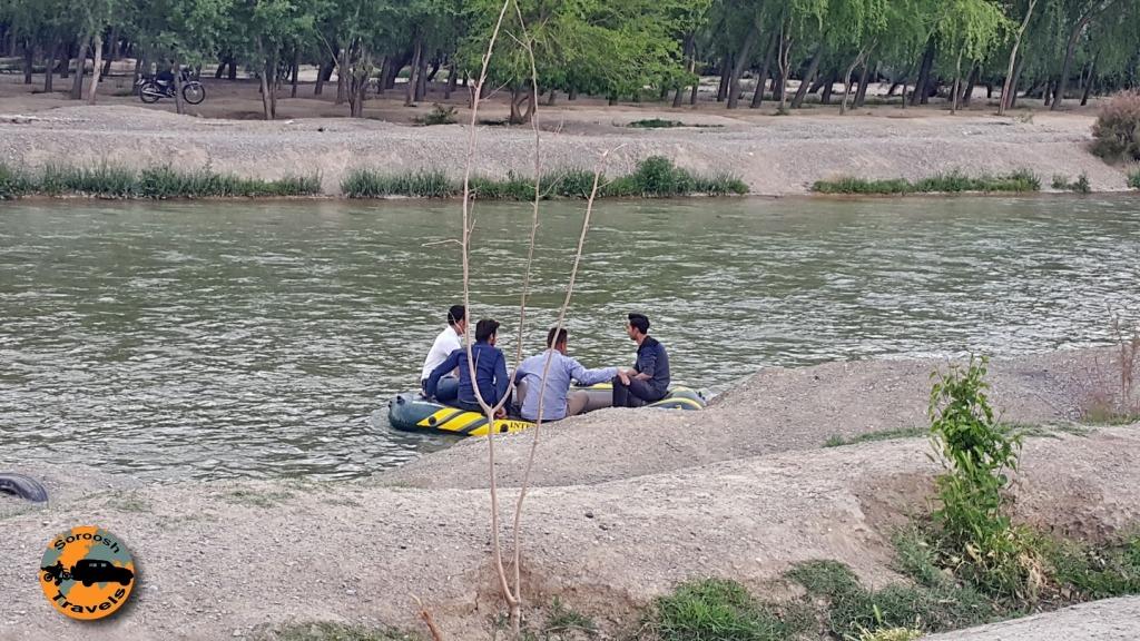 قایق سواری روی زاینده رود - اصفهان : بهار ۱۳۹۵