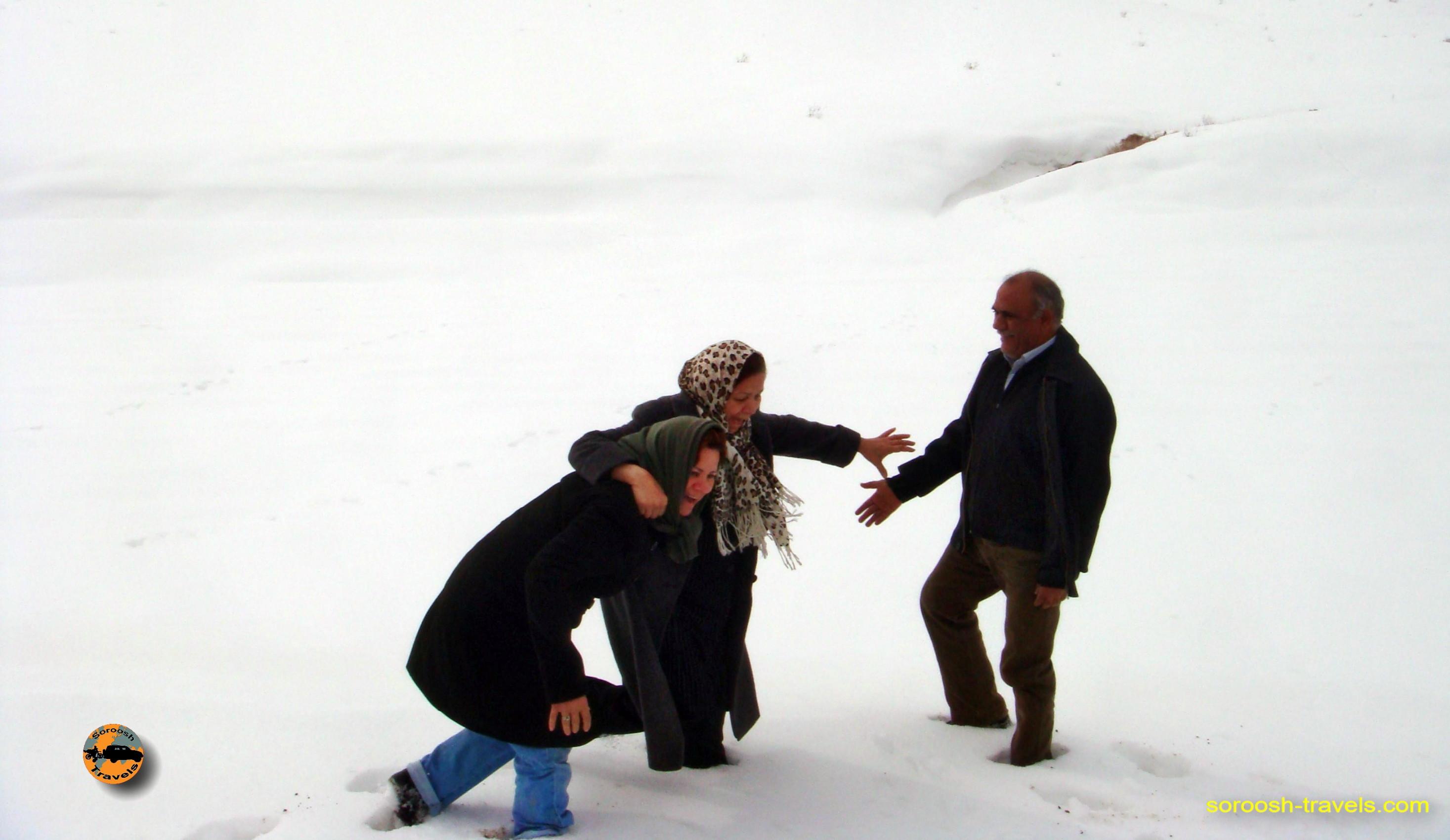esfahan-koohrang-googad-maranjaab-tehran-winter-1388-15