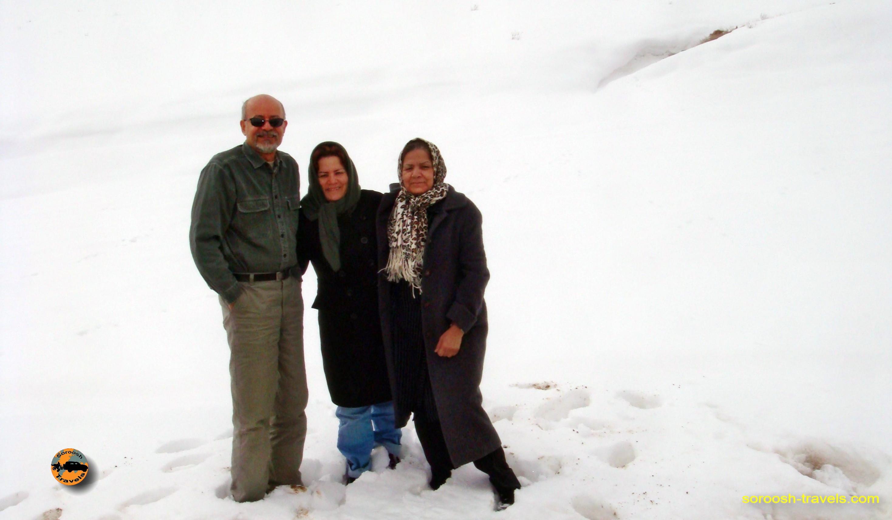 esfahan-koohrang-googad-maranjaab-tehran-winter-1388-16