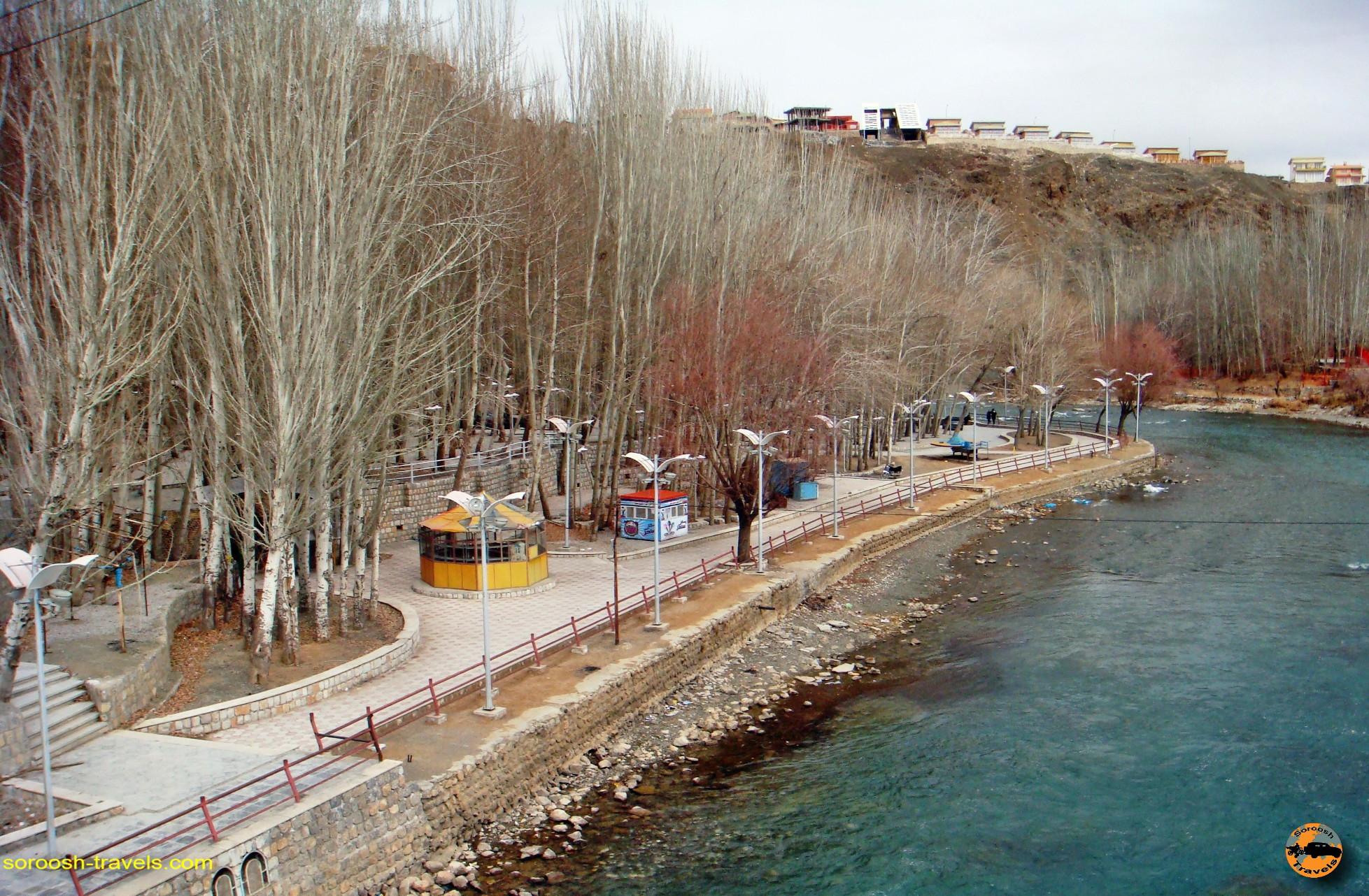 esfahan-koohrang-googad-maranjaab-tehran-winter-1388-18