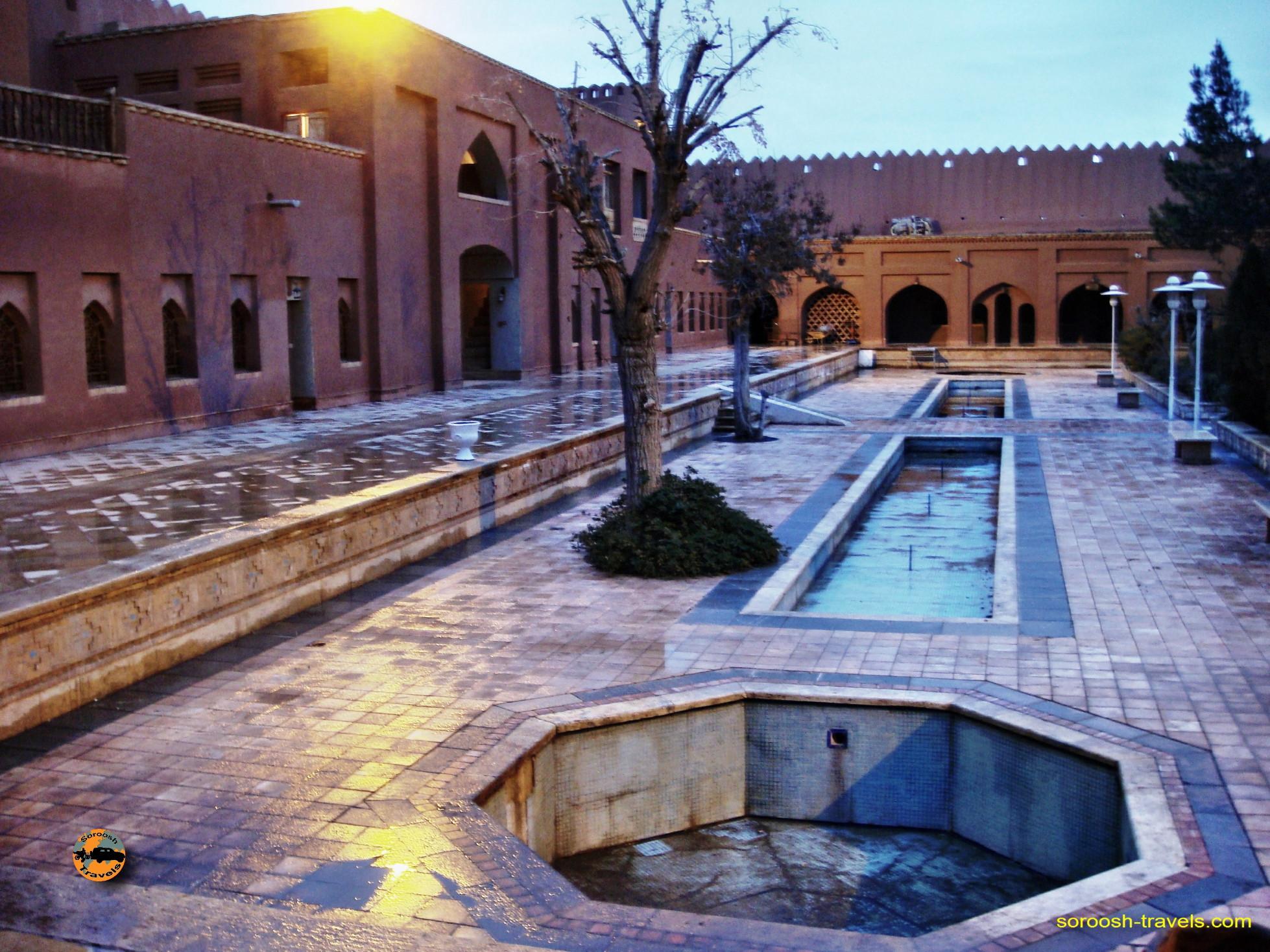 esfahan-koohrang-googad-maranjaab-tehran-winter-1388-19