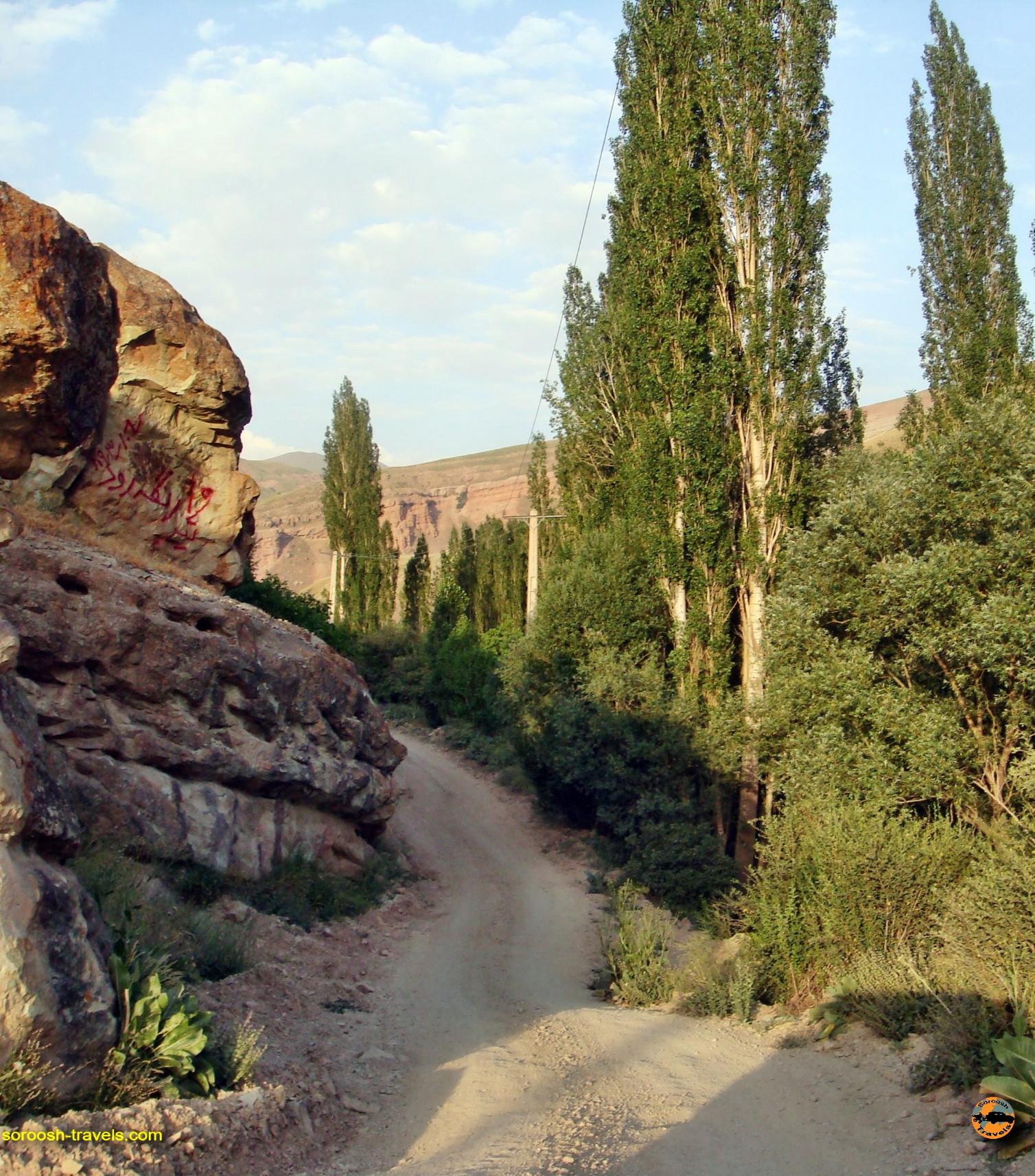 جاده زیبای طالقان به گچسر و دریاچه سد طالقان – تیرماه ۱۳۸۹