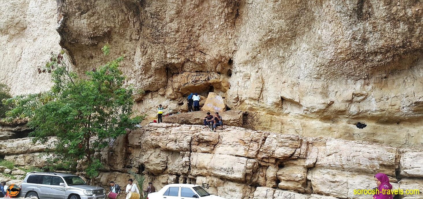 آبشار روستای دوساری در مسیر جیرفت به کهنوج - نوروز ۱۳۹۶