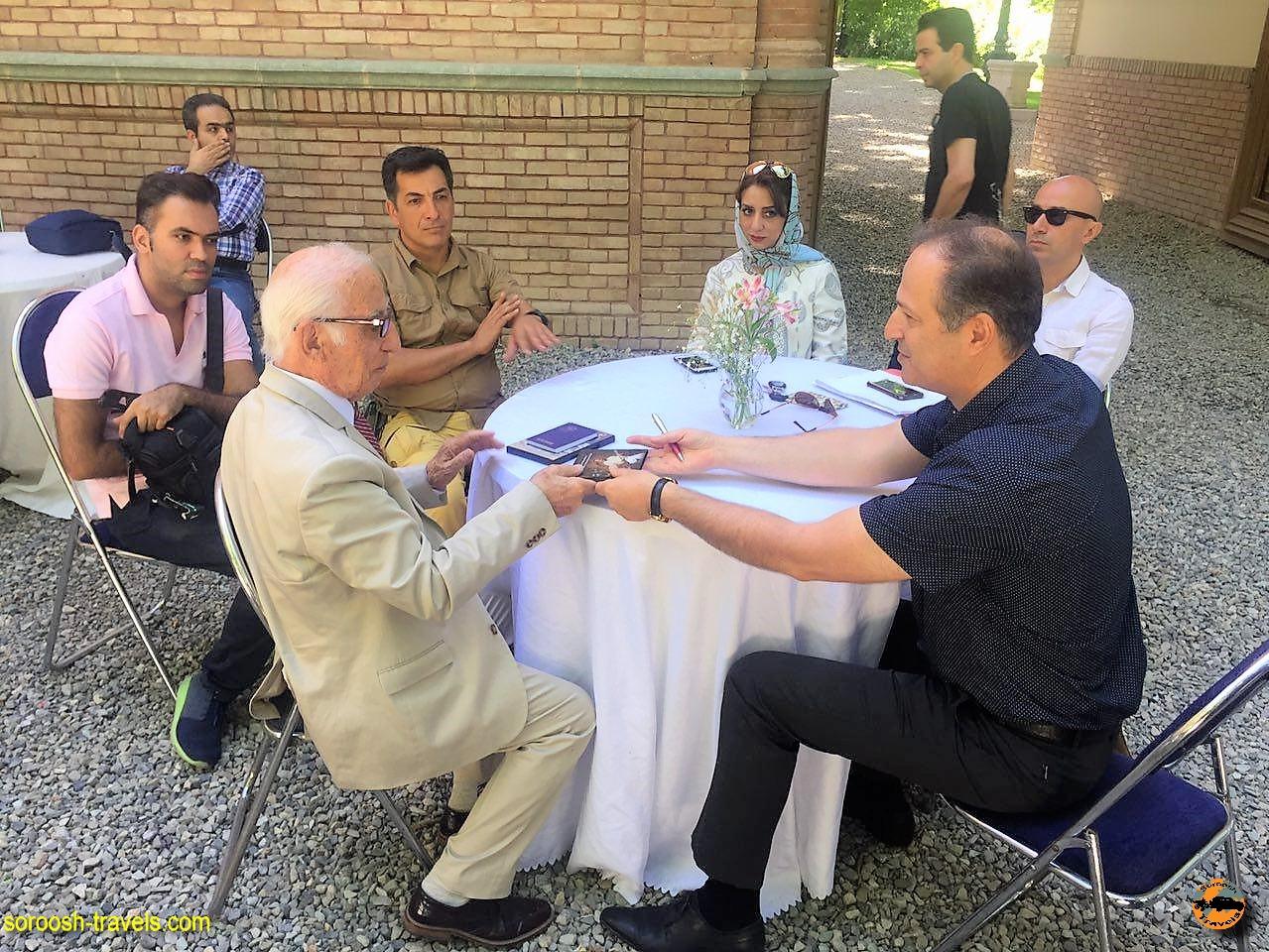 بحث درباره فلسفه سفر در موزه برادران امیدوار - بهار ۱۳۹۶