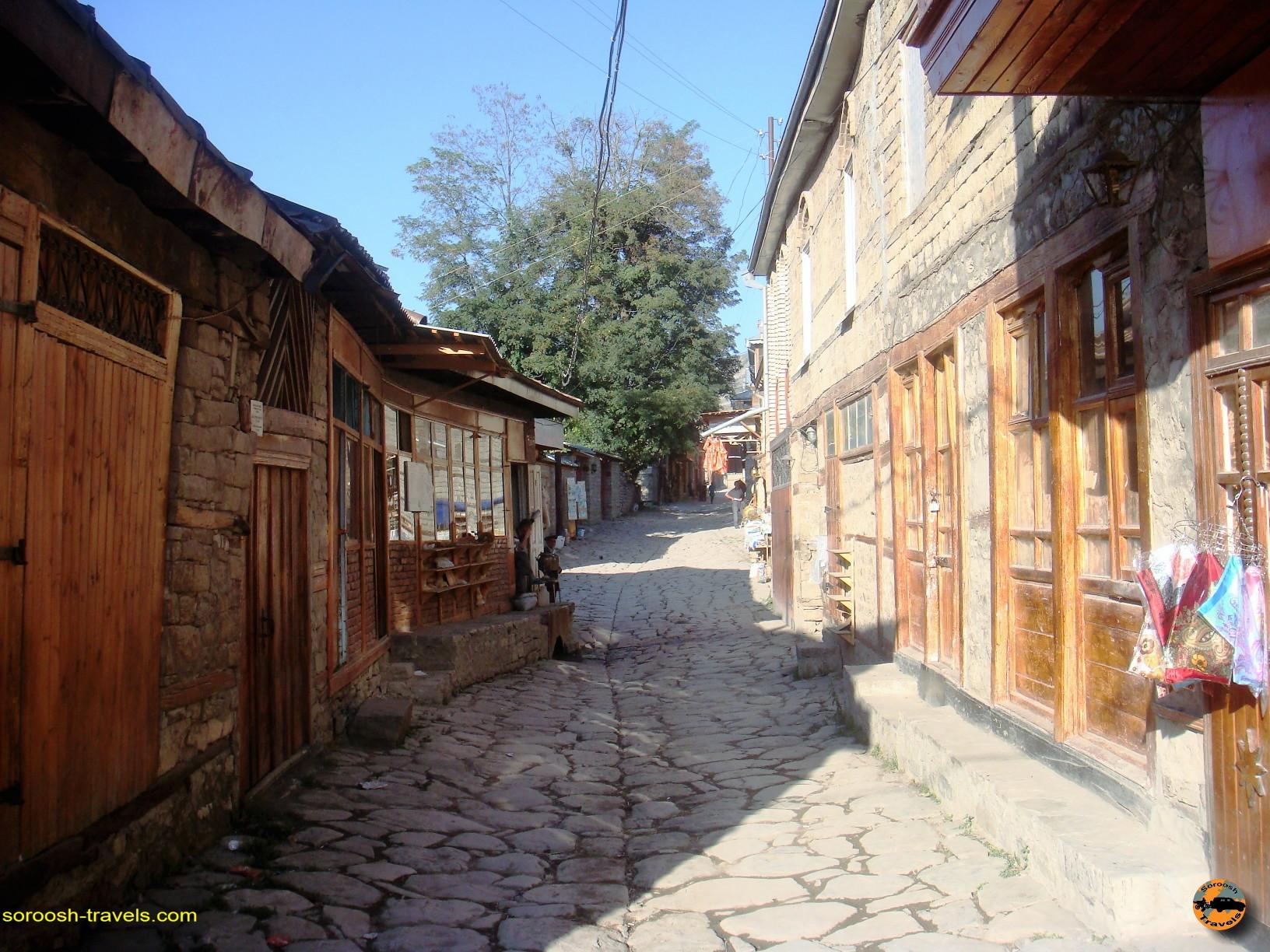 زبان تاتی در روستای تاریخی لاهیج در کشور آذربایجان - تابستان ۱۳۹۱