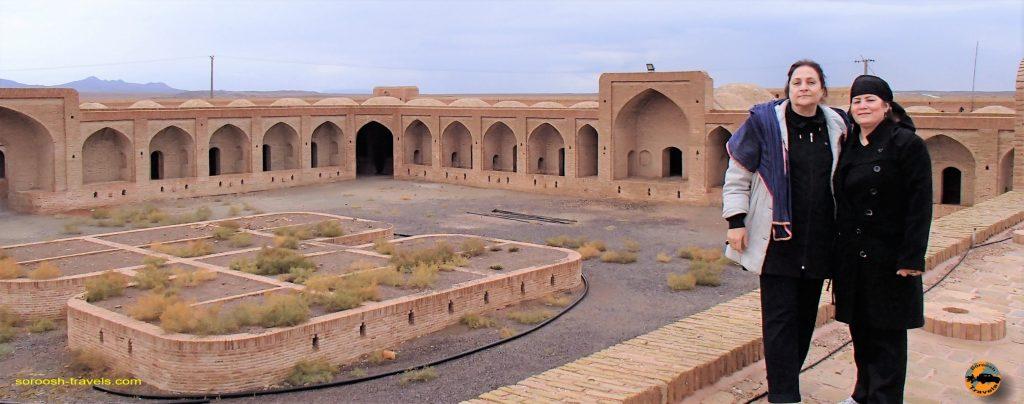 کاروانسرای میاندشت ، بزرگترین کاروانسرای ایران - پاییز 1393