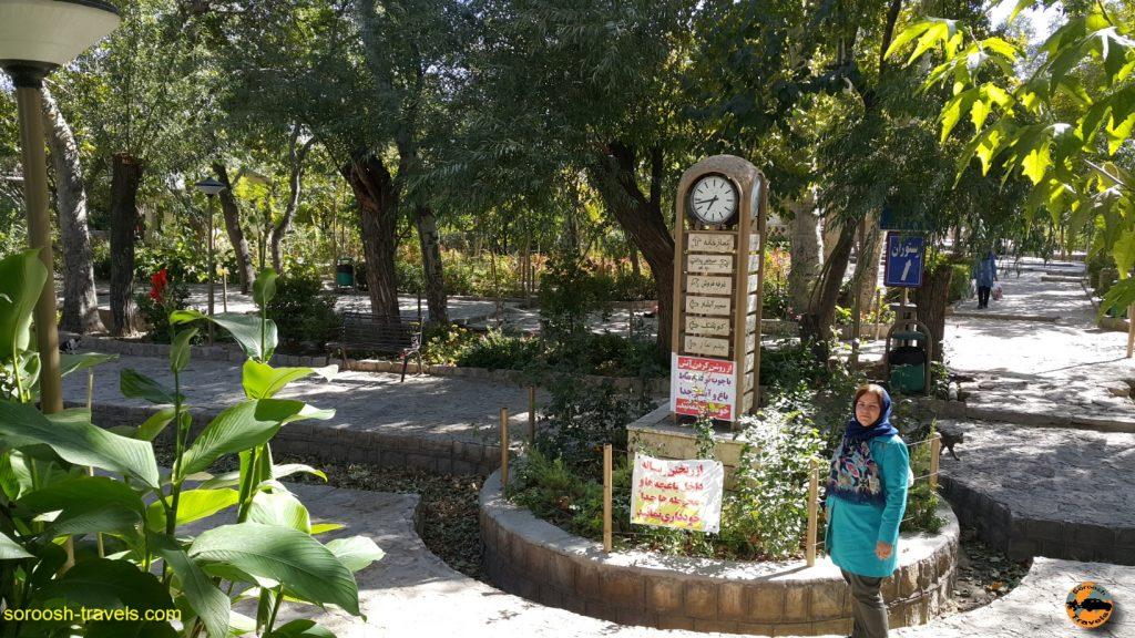 محوطه جلوی غار در روستای باستانی نیاسر - پاییز ۱۳۹۶