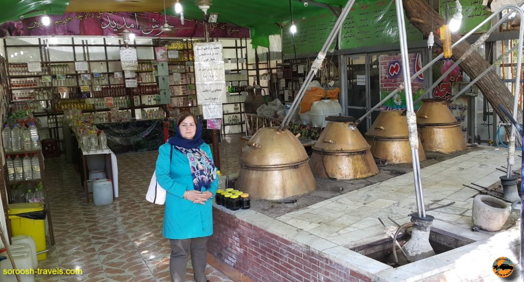 تجهیزات گلاب گیری در روستای نیاسر - پاییز ۱۳۹۶