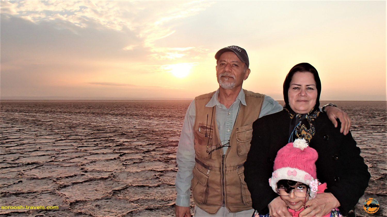 غروب دریاچه نمک در کویر مرکزی - پاییز ۱۳۹۳