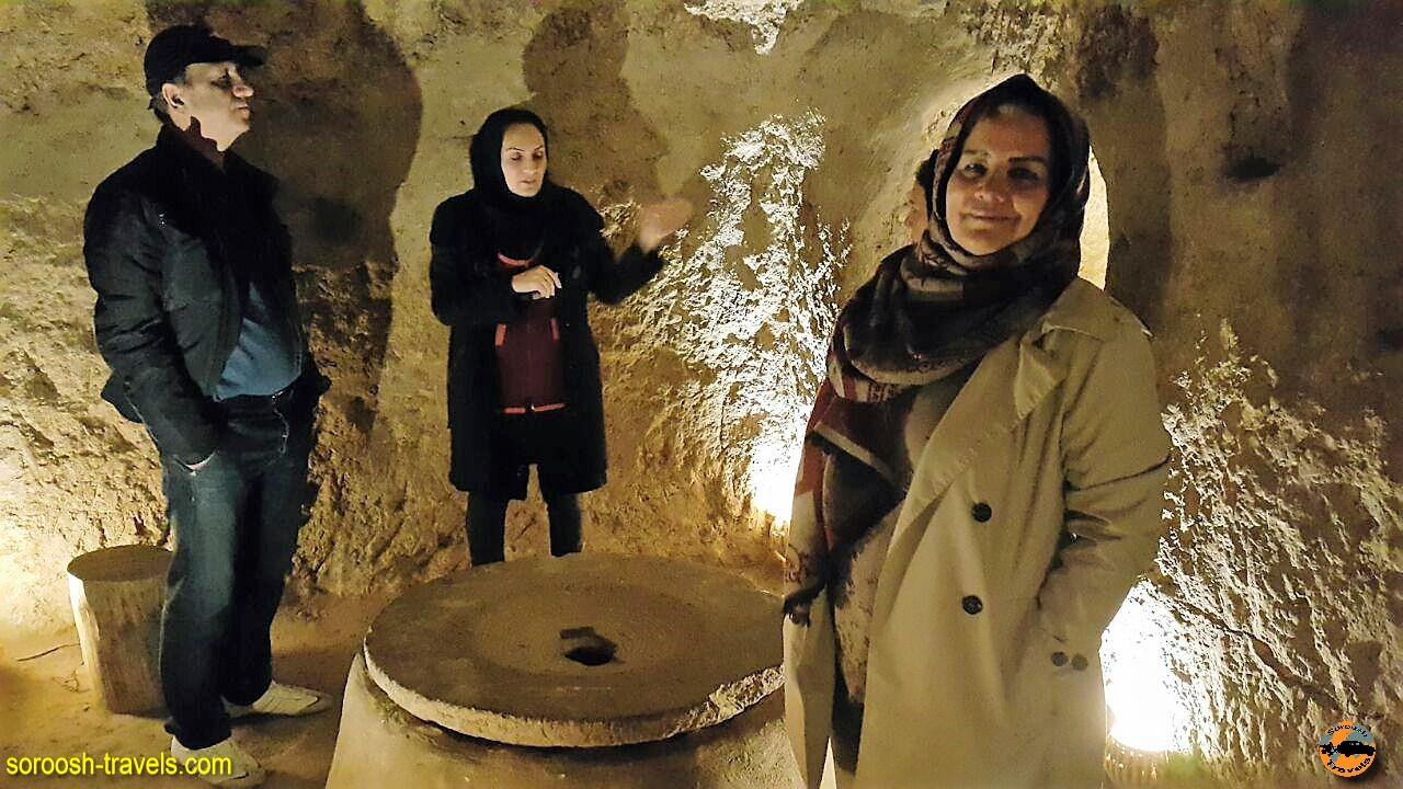 زندگی زیر زمین در شهر زیر زمینی نوش آباد - پاییز 1396