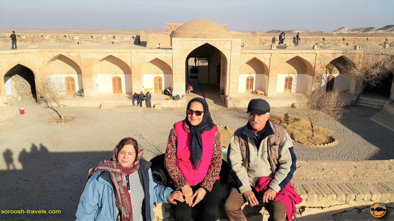 اقامت در کاروانسرای قصر بهرام ، کویر مرکزی ایران - زمستان ۱۳۹۶