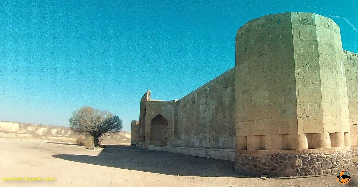 کاروان سرای قصر بهرام ، کویر مرکزی ایران – زمستان ۱۳۹۶