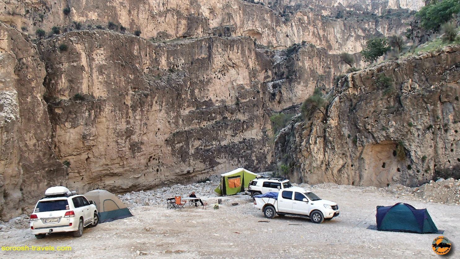 کمپ در تنگه هایقر