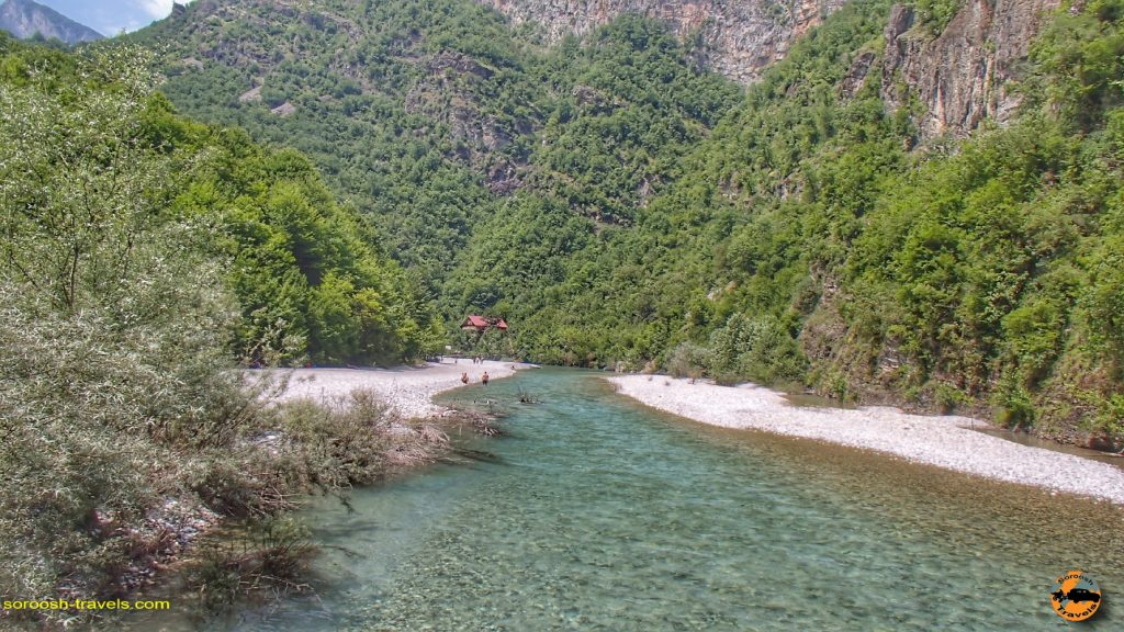 دریاچه کومانی در کشور آلبانی