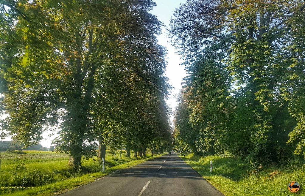 جاده های زیبا در مجارستان پس از عبور از مرز اسلوانی - تابستان 1397