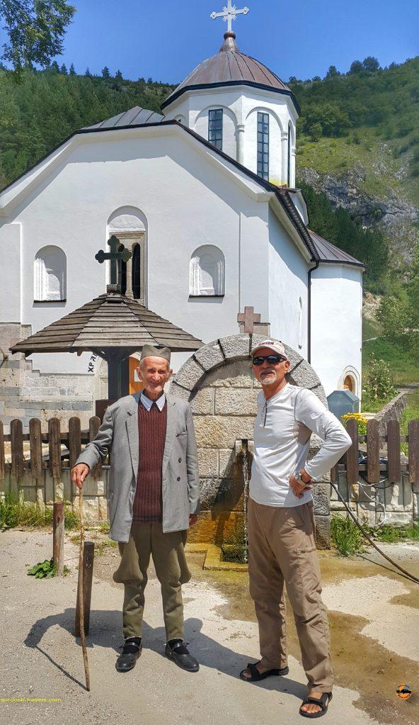 یک مرد روستایی صرب با لباسهای سنتی - صربستان - تابستان 1397