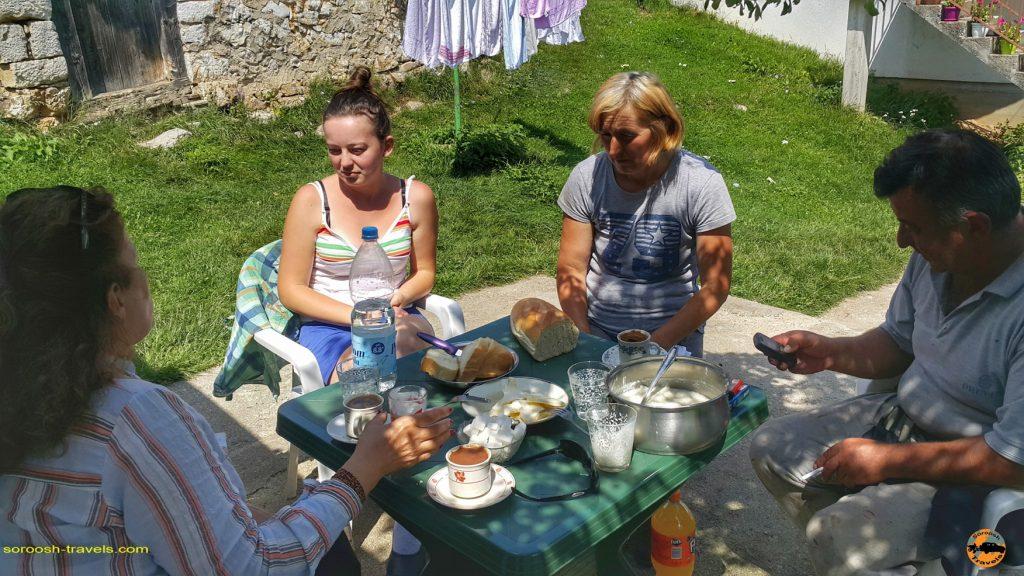 یک خانواده روستایی در دورافتاده ترین نقطه صربستان - تابستان 1397