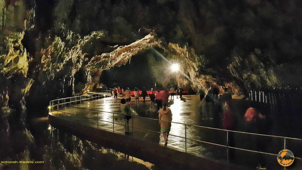 غار زیبا و معروف بارادلا در پارک ملی اگتِلِک، مجارستان –  ۹ شهریور ۱۳۹۷
