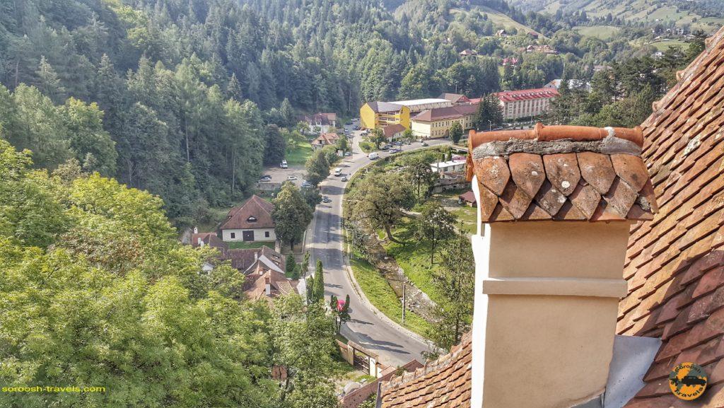 منظره شهر برن از قلعه دراکولا - سفر به رومانی با ماشین - ۱۶ شهریور ۱۳۹۷