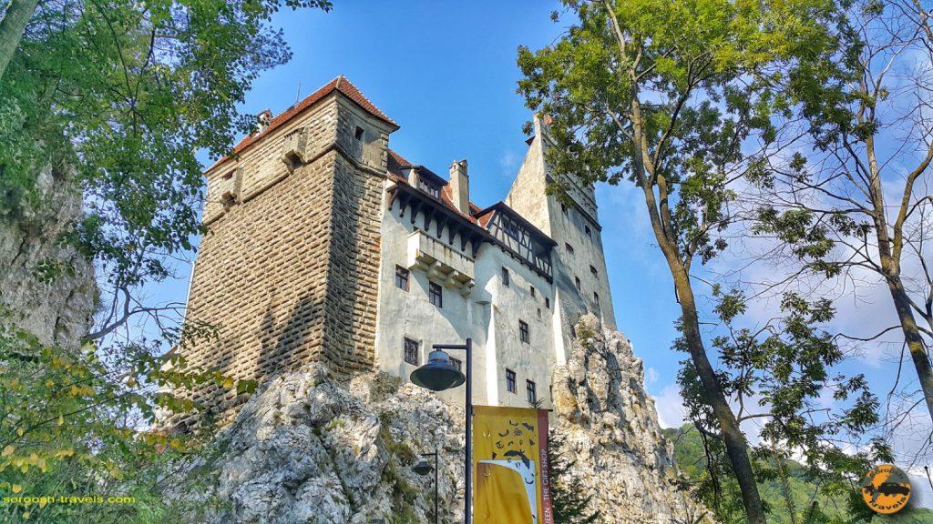 قلعه دراکولا در شهر بِرَن، رومانی –  ۱۶ شهریور ۱۳۹۷