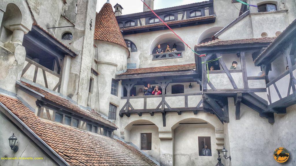 خون آشام در قلعه دراکولا در شهر بِرَن، رومانی –  ۱۶ شهریور ۱۳۹۷