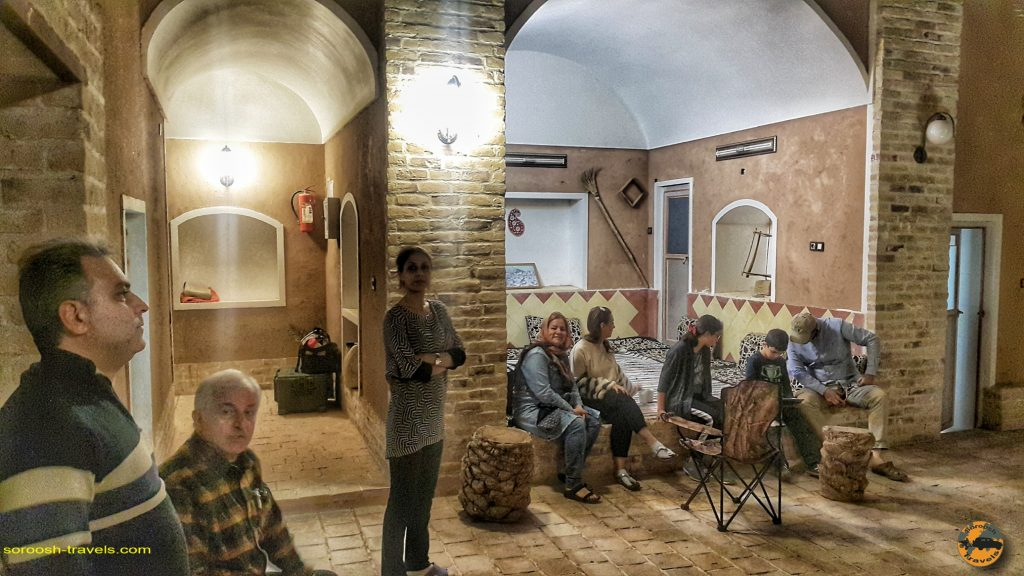 اقامتگاه بومگردی در روستای آشتیان - حاشیه کویر ریگ جن