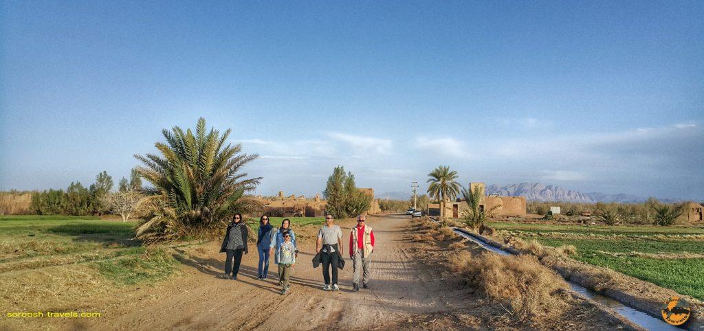 مزارع روستای آشتیان - حاشیه کویر ریگ جن