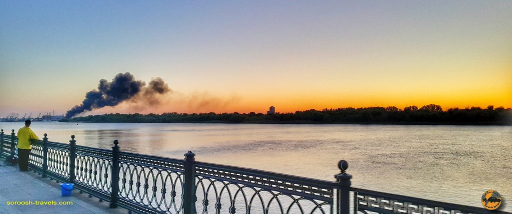 رودخانه عظیم ولگا در شهر آستراخان در روسیه