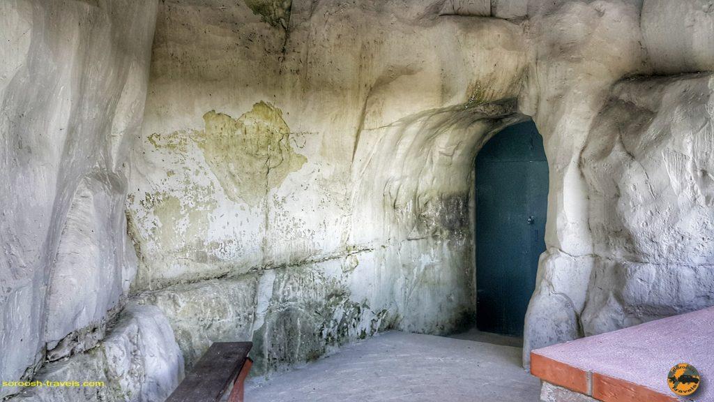 کلیسایی در دل کوه گچی در منطقه پودگورینسکی در روسیه - تابستان 1398