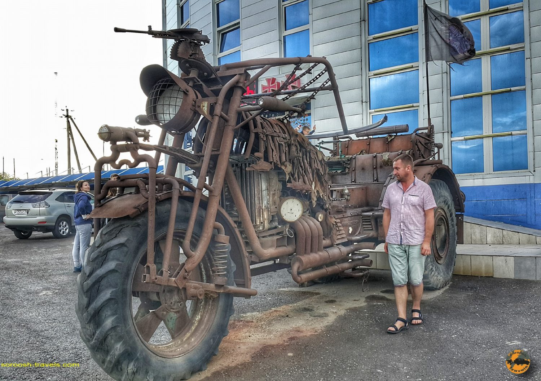 ورودی موزه ماشین در کامنسک شاختینسکی - روسیه - تابستان 1398 2019