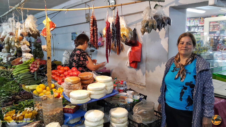 بازار میوه و مواد غذایی در مسیر کوتایسی، گرجستان تابستان 1398 2019