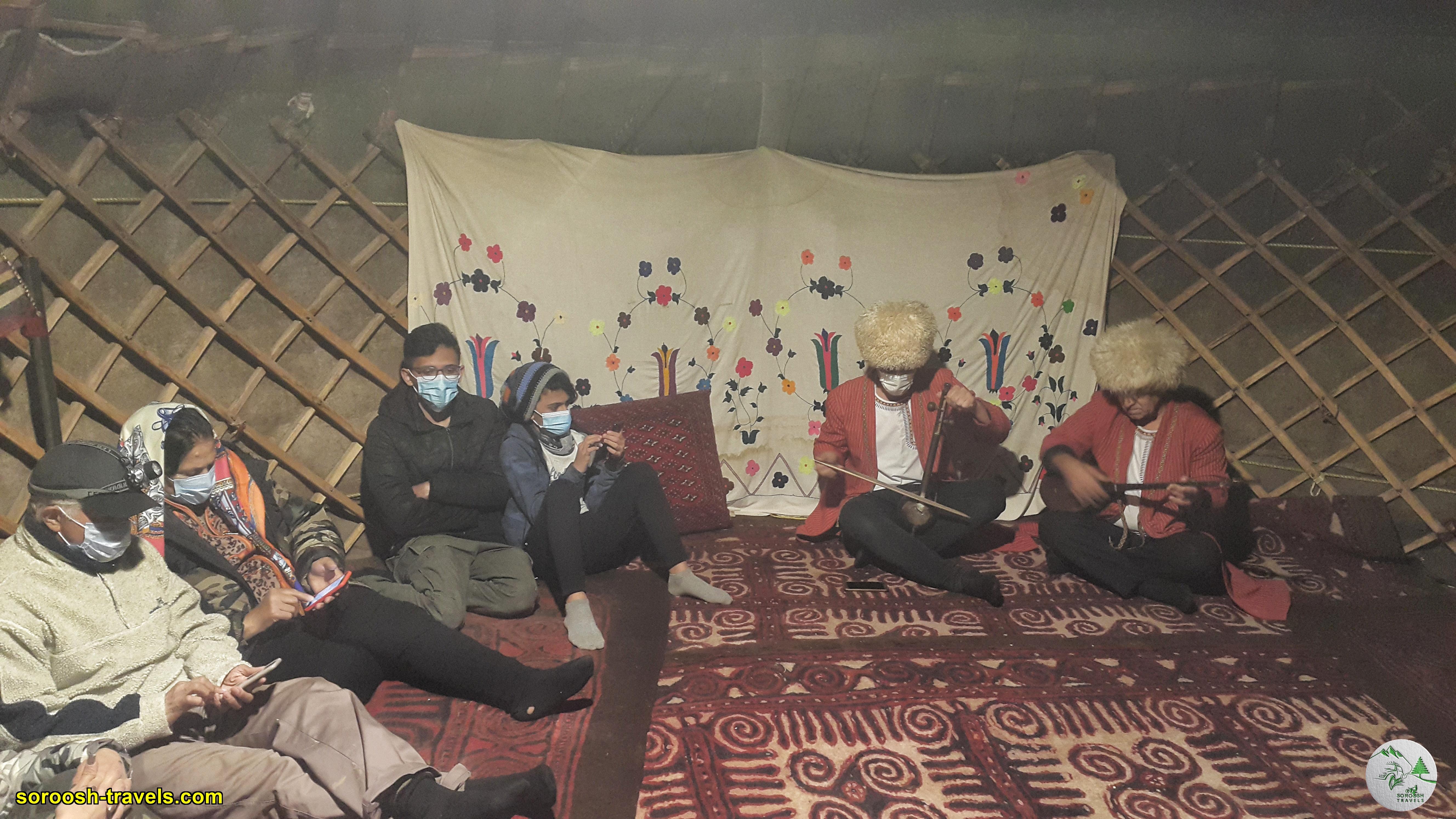 نوازنده های سنتی ترکمن در اقامتگاه بومگردی تورکمن یورت - نوروز 1400