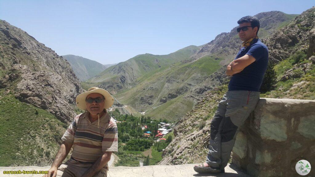 منظره روستای کهنه ده از ورودی غار یخ مراد - بهار 1400 - 2021