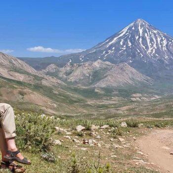 نمای قله دماوند از دشت لار - تابستان 1400 - 2021