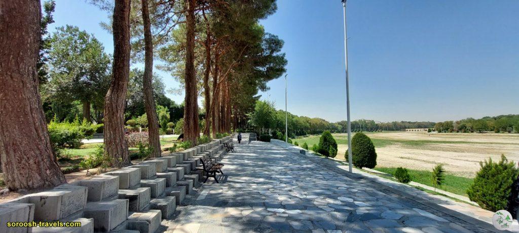 پارک مجاور رودخانه زاینده رود در اصفهان - تابستان 1400 - 2021
